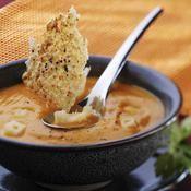 Velouté de potimarron à l'emmental, croquants à l'emmental et aux graines de moutarde - une recette Soupe - Cuisine