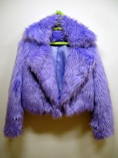 faux fur coat. the things i would do for this.