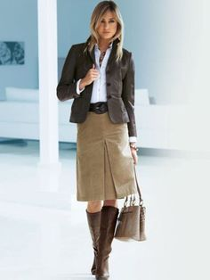 Nice 41 Stylish Women Office Outfits For Winter. More at https://simple2wear.com/2018/02/23/41-stylish-women-office-outfits-for-winter/