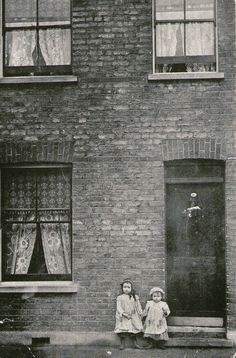 "peninsularian: "" The Maybe children, 40 Cable Street, Isle of Dogs, / 1910 photographer unknown "" Vintage Pictures, Old Pictures, Old Photos, Victorian London, Vintage London, Victorian Street, London History, British History, Old Photography"