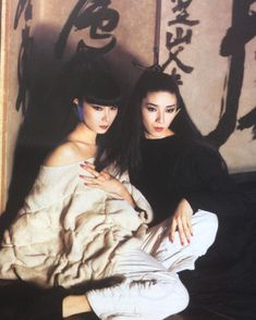 @magazine_fan - Instagram:「Noriaki Yokosuga (credited as this but guess it is Noriaki Yukosuka) photograph for a #fashioneditorial #lesoleilselevesurlamodejaponaise…」 Model Poses Photography, Fashion Photography, Asian Image, Shadow Face, Japanese Photography, Yamaguchi, Japanese Models, Vogue Magazine, Japan Fashion