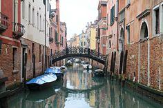 """""""Ho sempre saputo che Venezia fosse una città fantastica, e non ha affatto deluso le mie aspettative. E' uno di quei posti con qualcosa di mistico, di surreale, in cui ti sembra di non essere concretamente lì."""""""
