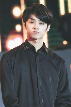 i luv him in black (´∀`)♡ Woozi, Jeonghan, Wonwoo, Morning Rain, Sunday Morning, Seventeen Junhui, Wen Junhui, Kdrama Memes, Thing 1