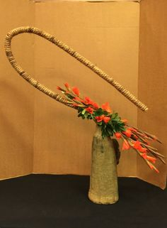 Twice each year, the Ohio Association of Garden Clubs holds the educational opportunity Exhibitors' and Judges' School. As the name suggests, the schools are packed with knowledga… Ikebana Flower Arrangement, Beautiful Flower Arrangements, Most Beautiful Flowers, Floral Arrangements, Garden Show, Garden Club, Sogetsu Ikebana, Modern Floral Design, Flower Show