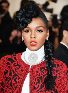 Janelle Monáe's cool look combines the elegance of an updo with the playfulne… Janelle Monáe's cool look combines the elegance of an updo with the playfulness of a side braid, making it perfect for a wide range of events. Side Braid Hairstyles, Chic Hairstyles, Dress Hairstyles, Celebrity Hairstyles, Wedding Hairstyles, Bad Hair, Hair Day, Mohawk Braid, Twisted Braid