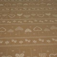 http://www.radicifabbrica.it/prodotto/tovagliato-natale-h-cm-280-6/ Tessuto per tovaglie con fantasia natalizia alto 280 cm Tessuto: 80% cotone, 20 % poliestere – Lavabile in lavatrice a 30° Il prezzo di 15 € si intende al metro lineare