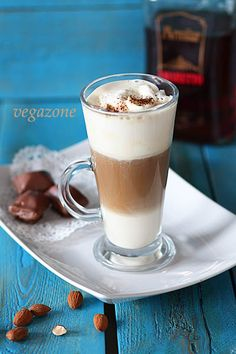 kawa warstwowa Coffee And Books, Coffee Love, Can I Eat, Irish Cream, Delicious Desserts, Latte, Smoothies, Food And Drink, Sweets
