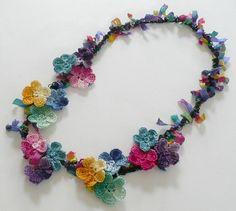 Artículos similares a Frida Kahlo Floral Necklace Crochet Colorful Chain Cotton Ribbon en Etsy