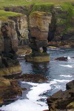 Castle of Yesnaby, famous sea stack off the main island of the Orkney Islands (por Harold Stiver) Scotland