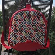 Un petit sac à dos rouge (modèle petit Limbo de Sacôtin) pour aller marcher avec le stricte minimum 🚶... Et toujours des couleurs qui ont du pep's !!#sacados #coutureaddict #similicuir #mercerieideefil #creationsacs #merceriecréative #sacaddict #tissus #coton #sacotin #marcheactive #plaisir #balade #limbo #couleurs #energie