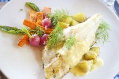 Hämmentäjä: Sitruuna-timjamivoissa paistettu kuhafile, bearnaisekastike, salviaporkkanoita, retiisejä. Lemon-thyme zander, bearnaice sauce, carrots and radishes.