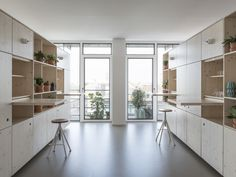 Image 11 of 19 from gallery of Out Of Office Munich / VON M. Photograph by Dennis Mueller Minimalist Office, Minimalist Living, Minimalist Design, Wood Interior Design, Interior Work, Furniture Design, Architecture Office, Contemporary Architecture, Architecture Design