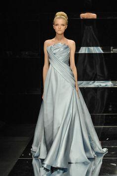 Elie Saab – Haute Couture SS 08. Fotos ©imaxtree.com #dress #saab #elle_de