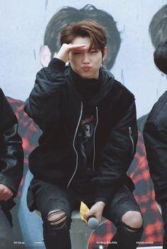 [ ceritanye ]  Felix : Lah itu siapa? Cantik bener :') -admin : Liat gue bang liat gue :')