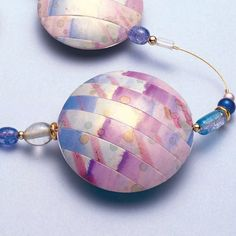 Pastel-Lentil-Beads tutorial in Russian using trans clay, Pearl Ex, and alcohol inks, by Patricia Kimle