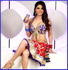 Sunny Leone, The Indian Latka Jhatka. Indian Bollywood Actress, Bollywood Actors, Hot Actresses, Indian Actresses, Maroon Gowns, Interview Images, Seductive Pose, Crime Film, Lifestyle Store