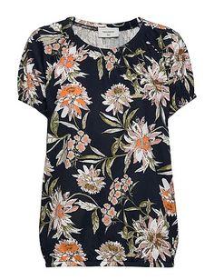 ILMAINEN TOIMITUS - FREE/QUENT Betina-o-ss-tinnie (Navy Blazer Mix) Boozt.com:issa. Uusi FREE/QUENT kokoelma 2020! Issa, Betta, Floral Tops, Button Down Shirt, Men Casual, Blazer, Navy, Blouse, Mens Tops