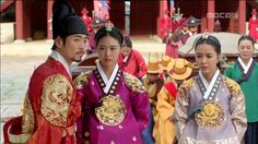 Splendid Politics(Hangul:화정;hanja:華政;RR:Hwajeong) is a 2015South Koreantelevision seriesstarringCha Seung-won,Lee Yeon-hee,Kim Jae-won.It aired onMBC. Prince Gwanghae, son of a concubine, usurps theJoseonthrone from his father King Seonjo's direct bloodline. Gwanghae executes the favored legitimate son, and exiles his half-sister Princess Jeongmyeong. Banished from the palace, Jeongmyeong lives as a commoner disguised as a man while plotting her revenge. 인조 김재원 정명공주 이연희 인목대비…