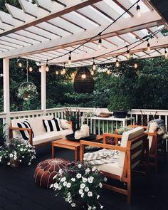 Pretty backyard pergola with vines, string lights and greenery. Great backyard design for parties. Home design decor inspiration ideas. Pergola Patio, Backyard Patio, Backyard Landscaping, Pergola Ideas, Backyard Ideas, Pergola Kits, Landscaping Ideas, White Pergola, Diy Patio