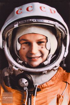 First woman to go into space - Valentina Tereshkova. In 1963 she spent almost three days in space and orbited Earth 48 times in her space capsule Vostok Valentina Tereshkova, Arte Robot, Major Tom, Space Girl, The Final Frontier, Space Race, Space Program, History Photos, Photo Essay