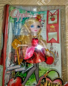 Otra preciosidad de muñeca, completamente articulada, con los rasgos de la cara impresos, muy similares a las demás.
