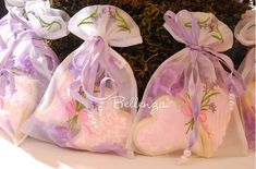 Mother's Day Tea Party Table Decorations and DIY Gifts : Flower-filled Totes, Crepe Paper Centerpieces, Cookies in Sachet Bags with a Pretty Spring-vibe. Tea Party Favors, Party Table Decorations, Party Themes, Party Ideas, Wedding Favors, Diy Mothers Day Gifts, Mothers Day Brunch, Diy Gifts, Paper Centerpieces