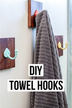 simple Bathroom Decor These DIY bathroom towel hooks are a really simple and quick upgrade project for your bathroom. Replace an existing towel bar or add new storage with style! Awesome Woodworking Ideas, Woodworking For Kids, Woodworking Joints, Woodworking Projects, Woodworking Beginner, Woodworking Organization, Woodworking Workbench, Woodworking Workshop, Woodworking Techniques