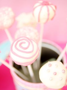 Love these for the cake pops at haileys birthday party but definitely more pink :) Carousel Birthday Parties, 1st Birthday Parties, Birthday Ideas, Pink Cake Pops, Cookie Pops, Pretty Cakes, Cupcake Cookies, Cakes And More, Cake Recipes