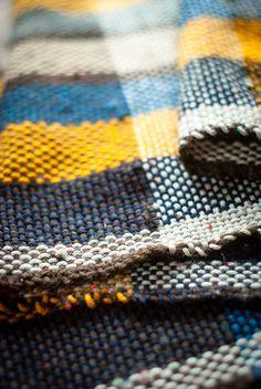 Sciarpa tessuta a mano in misto lana multicolore di TheWovenSheep, €75.00