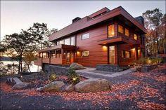 Фасад с деревянной облицовкой