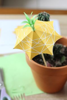 projet-diy-ananas-008-pineapple-umbrella Papier Diy, Tropical Party, Creation Couture, Creative Crafts, Diy Party, Party Planning, Origami, Pineapple, Crafts For Kids