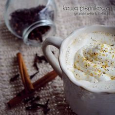Gingerbread coffee - hot and delicious! (in Polish) Cocktail Recipes, Cocktails, Non Alcoholic Drinks, Hot Chocolate, Gingerbread, Spices, Easy Meals, Pudding, Ice Cream