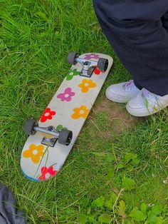 Painted Skateboard, Skateboard Deck Art, Skateboard Design, Skateboard Girl, Custom Skateboards, Cool Skateboards, Longboard Design, Estilo Indie, Skate Girl