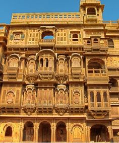 PATAWA HAVELI: One of the most exquisite buildings in the walled city, which truly exemplifies the architectural style typical of erstwhile Rajputana. It is five storeys high and the extensive corridors and chambers are supported by intricately carved pillars.