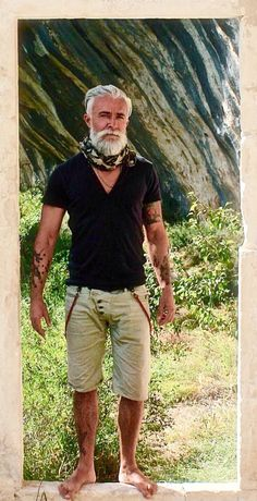 Alessandro Manfredini. Extremely handsome and extraordinarily well groomed. He inspires me that going grey is a good thing! #OlderMensFashion