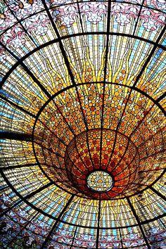 Fabulous Art Nouveau stained glass ceiling of the Palau de la Música Catalana, Barcelona, Spain. The Palace of Catalan Music is a UNESCO World Heritage site. Beautiful Architecture, Beautiful Buildings, Art And Architecture, Architecture Details, Beautiful Places, Barcelona Architecture, Gaudi, Stained Glass Art, Stained Glass Windows