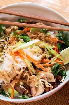 Low FODMAP Recipe and Gluten Free Recipe - Chicken rice noodles    http://www.ibs-health.com/low_fodmap_chicken_rice_noodles.html