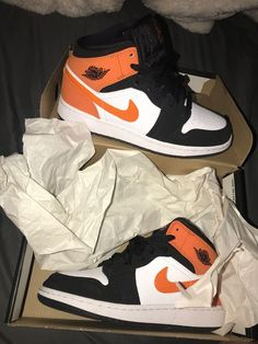 May 2020 - Size asking for 70 brand new wore once Cute Nike Shoes, Cute Baby Shoes, Cute Sneakers, Nike Air Shoes, Shoes Sneakers, Jordans Sneakers, Nike Air Jordan, Nike Air Force, Jordan 11