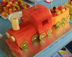 Fruit Carving - Vegetable Carving - Fruits and vegetables train Fruit Recipes, Yummy Recipes, Yummy Food, Party Recipes, Dinner Recipes, Fruits Decoration, Fruit Creations, Dessert Aux Fruits, Food Carving
