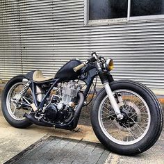 Yamaha SR500 by @2persenter    Always been a fan of this one, the light drop seat, slightly friscoed tank and the overall compactness of the bike. Well done!