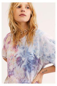 How To Tie Dye, Tie And Dye, Tie Day, Diy Tie Dye Shirts, Tie Dye Tops, Diy Shirt, Tie Dye Fashion, Mens Fashion, Cheap Fashion