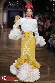 Consolación Ayala, We Love Flamenco 2015 Flamenco Costume, Flamenco Dancers, Flamenco Dresses, Spanish Dress, Spanish Dancer, Mexican Outfit, Spanish Fashion, Couture Outfits, Gala Dresses