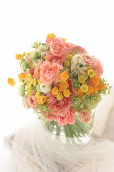 今日、とても深く嬉しいメールをいただきました。先日の週末に、深夜に軽井沢まで高速をとばしてお届けした、ふたつの生花のブーケ。(といってお届けしたのは私では...