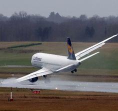 Una noche de 1968 el piloto de un avión de pasajeros con destino a Nueva York se dio cuenta de que el tren de aterrizaje de su jet estaba trabado.
