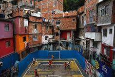 Brasilien vor der Fußball WM: Fußballspielen in einem Slum von Rio - SPIEGEL ONLINE