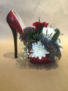New Years Eve Party 2018 High Heel Flower Arrangement. Flower Shoes, My Flower, Shoe Crafts, Diy And Crafts, Recycled Crafts, Deco Floral, Floral Design, Deco Nature, Party Centerpieces