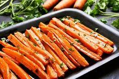 Fokhagymás sült répa tepsiben sütve: laktató, és nem hizlal Oven Roasted Carrots, Carrot Fries, Comida Keto, Healthy Holiday Recipes, Holiday Foods, Curry Spices, Carrot Recipes, Vegetable Recipes, Antipasto