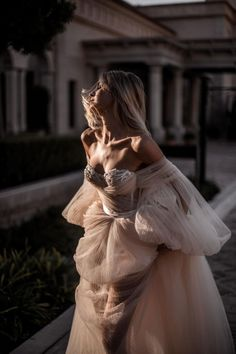 Galia Lahav Taking Over Palma De Mallorca - Galia Lahav Wedding Dress Trends, Modest Wedding Dresses, Classic Wedding Gowns, Ball Dresses, Ball Gowns, Bridal Fashion Week, Mermaid Dresses, Bridal Style, Boho Wedding