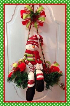 New unique door wreaths xmas 19 ideas Gingerbread Christmas Decor, Felt Christmas Decorations, Christmas Arrangements, Christmas Mom, Christmas Snowman, Christmas Projects, Christmas Wreaths, Christmas Ornaments, 242