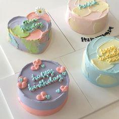 Pretty Birthday Cakes, Pretty Cakes, Cake Birthday, Mini Cakes, Cupcake Cakes, Simple Cake Designs, Pastel Cakes, Frog Cakes, Cute Desserts